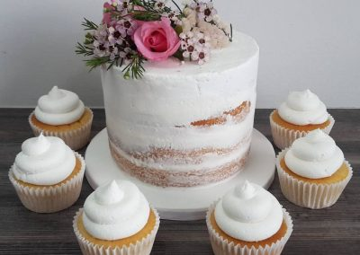 Mini Naked Cake with Cupcakes