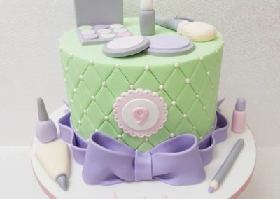 Make-Up Cake in Pastels